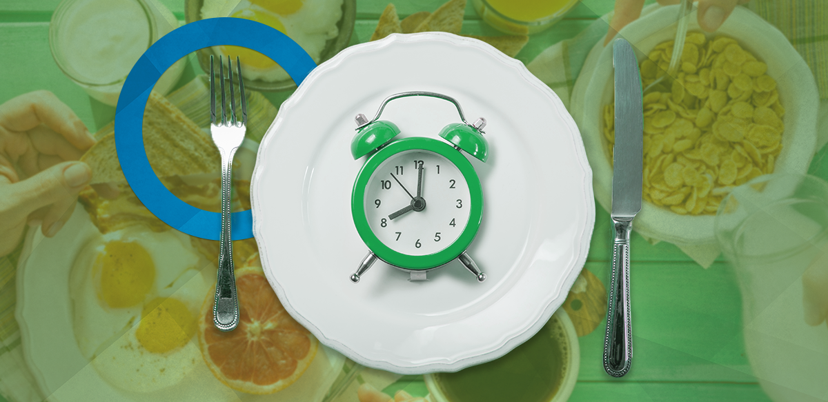 place setting with clock; skipping breakfast could lead to diabetes